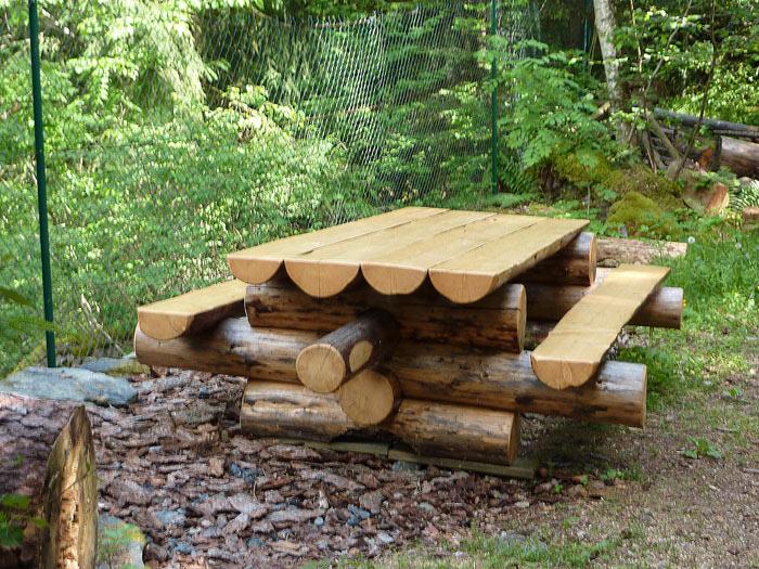 Aventure bois seez bois brut Table de jardin avec banc attenant